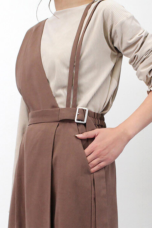 EcoSuede2WayJumperDressフェイクスウェード・2Wayジャンパースカート大人カジュアルに最適な海外ファッションのothers(その他インポートアイテム)のワンピースやマキシワンピース。エコスウェードの季節感を感じる素材を使用した2Wayジャンパースカート。上見頃を取り外してスカートとしても楽しめる嬉しいアイテム。/main-27