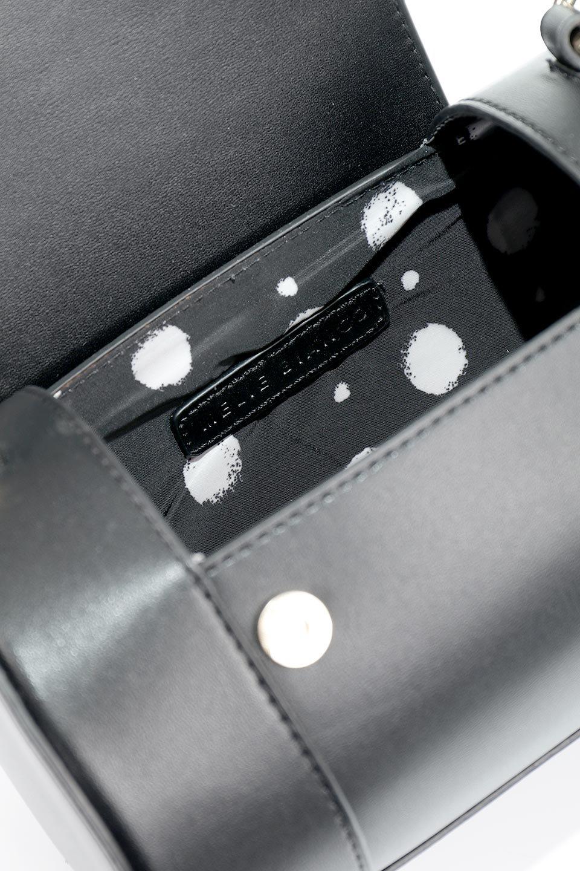 meliebiancoのBrooke(Black)ワンハンドル・筒型ミニバッグ/海外ファッション好きにオススメのインポートバッグとかばん、MelieBianco(メリービアンコ)のバッグやハンドバッグ。コロンと可愛い樽型のミニハンドバッグ。芯入りのビーガンレザーなので綺麗な筒状の形は型崩れの心配なし。/main-10
