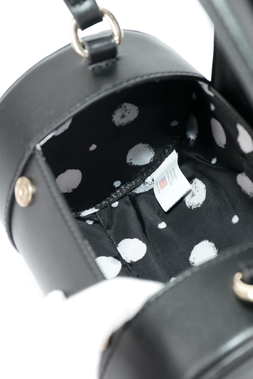 meliebiancoのBrooke(Black)ワンハンドル・筒型ミニバッグ/海外ファッション好きにオススメのインポートバッグとかばん、MelieBianco(メリービアンコ)のバッグやハンドバッグ。コロンと可愛い樽型のミニハンドバッグ。芯入りのビーガンレザーなので綺麗な筒状の形は型崩れの心配なし。/main-9