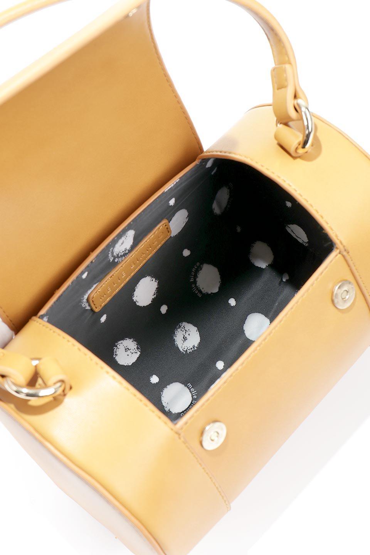 meliebiancoのBrooke(Masterd)ワンハンドル・筒型ミニバッグ/海外ファッション好きにオススメのインポートバッグとかばん、MelieBianco(メリービアンコ)のバッグやハンドバッグ。コロンと可愛い樽型のミニハンドバッグ。芯入りのビーガンレザーなので綺麗な筒状の形は型崩れの心配なし。/main-13