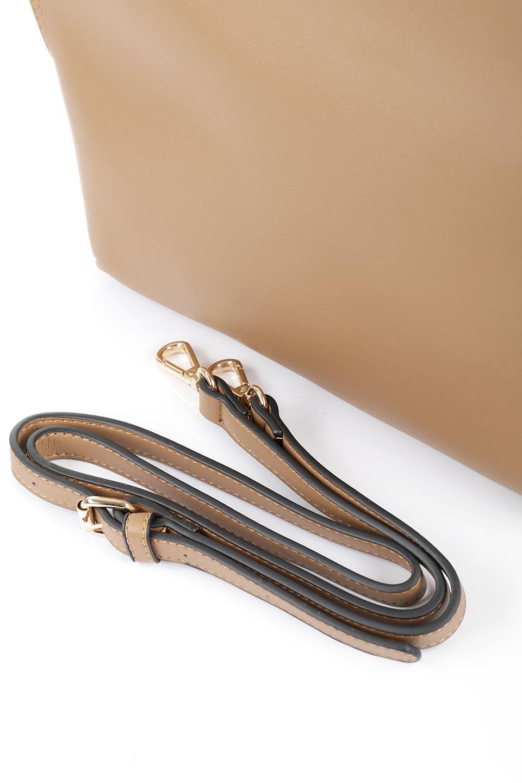 meliebiancoのHeather(Camel)リングハンドル・トートバッグ/海外ファッション好きにオススメのインポートバッグとかばん、MelieBianco(メリービアンコ)のバッグやトートバッグ。なめらかなアーチ状のデザインが可愛いシンプルトートバッグ。無駄を省いたシルエットは上品でエレガントな雰囲気を醸し出しています。/main-15