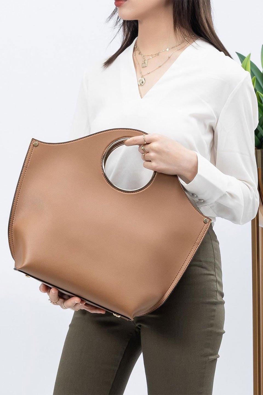 meliebiancoのHeather(Camel)リングハンドル・トートバッグ/海外ファッション好きにオススメのインポートバッグとかばん、MelieBianco(メリービアンコ)のバッグやトートバッグ。なめらかなアーチ状のデザインが可愛いシンプルトートバッグ。無駄を省いたシルエットは上品でエレガントな雰囲気を醸し出しています。/main-16