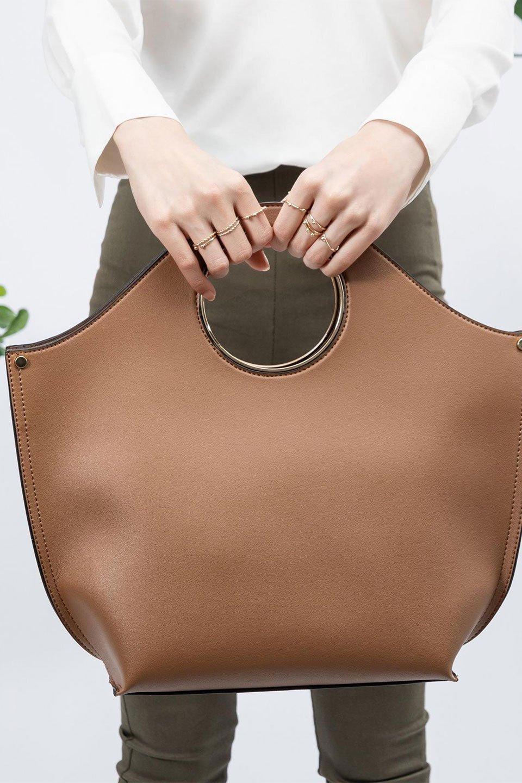 meliebiancoのHeather(Camel)リングハンドル・トートバッグ/海外ファッション好きにオススメのインポートバッグとかばん、MelieBianco(メリービアンコ)のバッグやトートバッグ。なめらかなアーチ状のデザインが可愛いシンプルトートバッグ。無駄を省いたシルエットは上品でエレガントな雰囲気を醸し出しています。/main-18