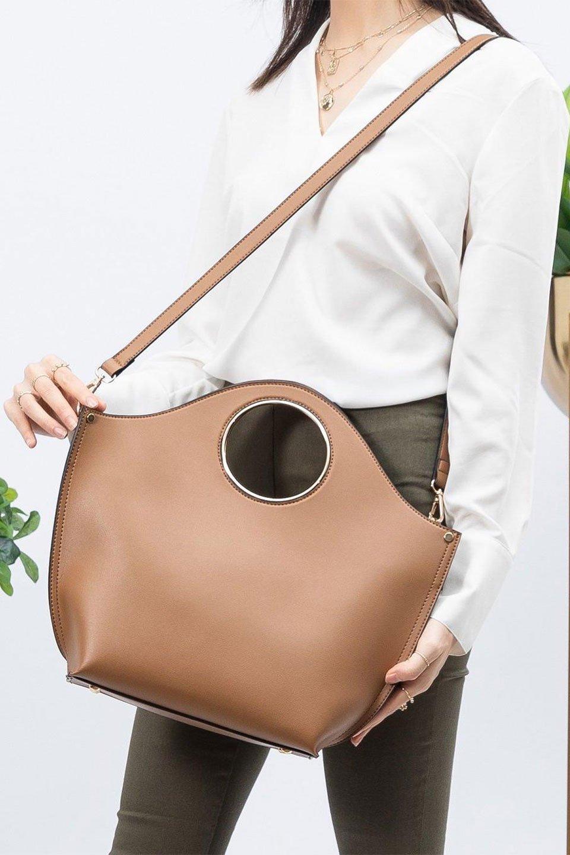meliebiancoのHeather(Camel)リングハンドル・トートバッグ/海外ファッション好きにオススメのインポートバッグとかばん、MelieBianco(メリービアンコ)のバッグやトートバッグ。なめらかなアーチ状のデザインが可愛いシンプルトートバッグ。無駄を省いたシルエットは上品でエレガントな雰囲気を醸し出しています。/main-19