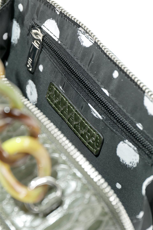 meliebiancoのDemi(Olive)スクエア・ミニショルダーバッグ/海外ファッション好きにオススメのインポートバッグとかばん、MelieBianco(メリービアンコ)のバッグやハンドバッグ。上品な光沢のクロコダイルの型押しが美しいスクエアタイプのミニハンドバッグ。艶めかしい型押しのマテリアルとべっ甲調のチェーンハンドルが◎ファスナーで前後に開くユニークなスタイルも目を引きます。/main-12