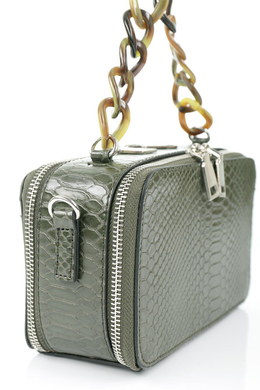 meliebiancoのDemi(Olive)スクエア・ミニショルダーバッグ/海外ファッション好きにオススメのインポートバッグとかばん、MelieBianco(メリービアンコ)のバッグやハンドバッグ。上品な光沢のクロコダイルの型押しが美しいスクエアタイプのミニハンドバッグ。艶めかしい型押しのマテリアルとべっ甲調のチェーンハンドルが◎ファスナーで前後に開くユニークなスタイルも目を引きます。/main-6