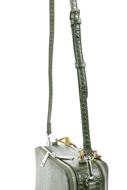 meliebiancoのDemi(Olive)スクエア・ミニショルダーバッグ/海外ファッション好きにオススメのインポートバッグとかばん、MelieBianco(メリービアンコ)のバッグやハンドバッグ。上品な光沢のクロコダイルの型押しが美しいスクエアタイプのミニハンドバッグ。艶めかしい型押しのマテリアルとべっ甲調のチェーンハンドルが◎ファスナーで前後に開くユニークなスタイルも目を引きます。/main-9