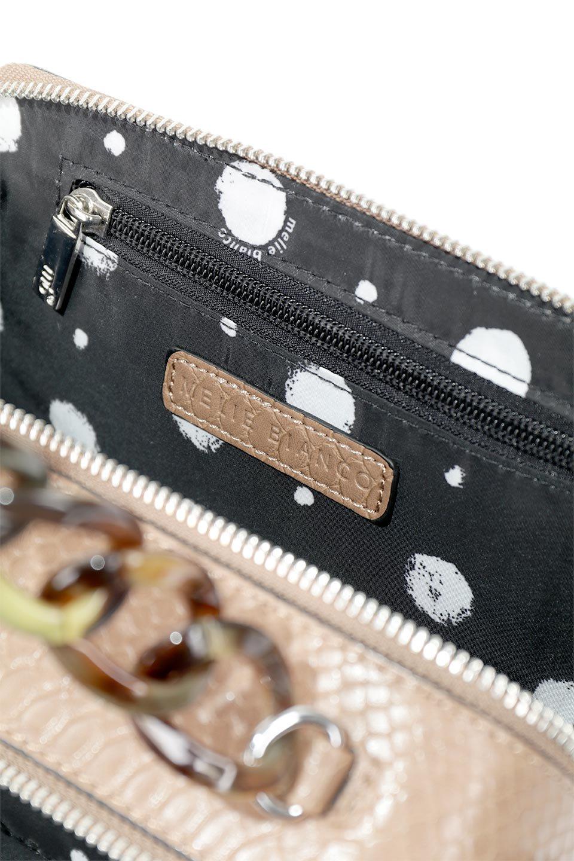 meliebiancoのDemi(Taupe)スクエア・ミニショルダーバッグ/海外ファッション好きにオススメのインポートバッグとかばん、MelieBianco(メリービアンコ)のバッグやハンドバッグ。上品な光沢のクロコダイルの型押しが美しいスクエアタイプのミニハンドバッグ。艶めかしい型押しのマテリアルとべっ甲調のチェーンハンドルが◎ファスナーで前後に開くユニークなスタイルも目を引きます。/main-14