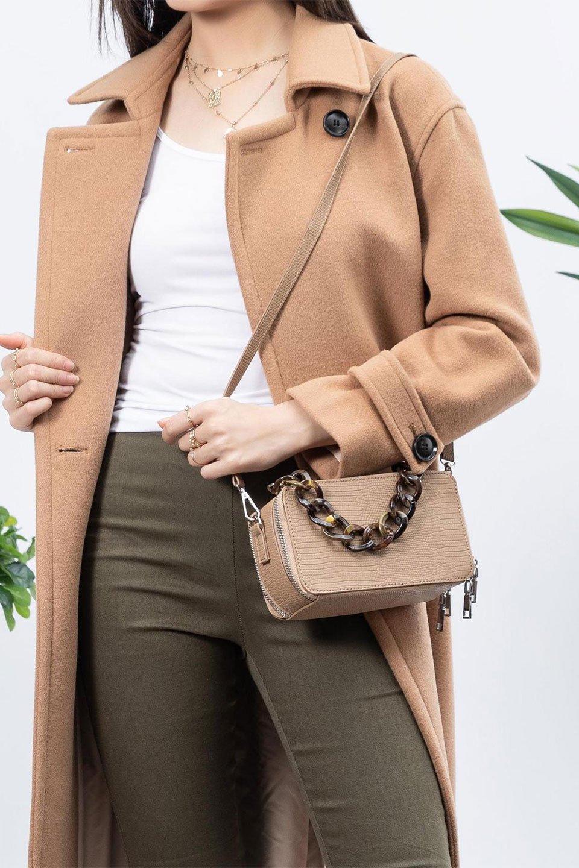 meliebiancoのDemi(Taupe)スクエア・ミニショルダーバッグ/海外ファッション好きにオススメのインポートバッグとかばん、MelieBianco(メリービアンコ)のバッグやハンドバッグ。上品な光沢のクロコダイルの型押しが美しいスクエアタイプのミニハンドバッグ。艶めかしい型押しのマテリアルとべっ甲調のチェーンハンドルが◎ファスナーで前後に開くユニークなスタイルも目を引きます。/main-19