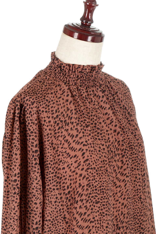 LeopardPrintedGatherNeckBlouseレオパード柄・ギャザーネックブラウス大人カジュアルに最適な海外ファッションのothers(その他インポートアイテム)のトップスやシャツ・ブラウス。様々なアウター類のインナーとして着まわせるレオパードのブラウス。もちろんブラウスだけでも可愛いデザインで、いつものコーデが華やかになります。/main-10
