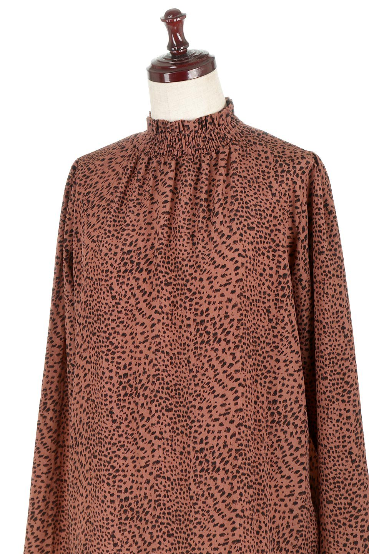 LeopardPrintedGatherNeckBlouseレオパード柄・ギャザーネックブラウス大人カジュアルに最適な海外ファッションのothers(その他インポートアイテム)のトップスやシャツ・ブラウス。様々なアウター類のインナーとして着まわせるレオパードのブラウス。もちろんブラウスだけでも可愛いデザインで、いつものコーデが華やかになります。/main-11