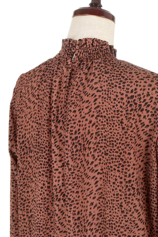 LeopardPrintedGatherNeckBlouseレオパード柄・ギャザーネックブラウス大人カジュアルに最適な海外ファッションのothers(その他インポートアイテム)のトップスやシャツ・ブラウス。様々なアウター類のインナーとして着まわせるレオパードのブラウス。もちろんブラウスだけでも可愛いデザインで、いつものコーデが華やかになります。/main-12