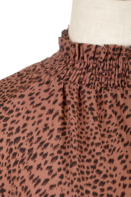 LeopardPrintedGatherNeckBlouseレオパード柄・ギャザーネックブラウス大人カジュアルに最適な海外ファッションのothers(その他インポートアイテム)のトップスやシャツ・ブラウス。様々なアウター類のインナーとして着まわせるレオパードのブラウス。もちろんブラウスだけでも可愛いデザインで、いつものコーデが華やかになります。/main-13