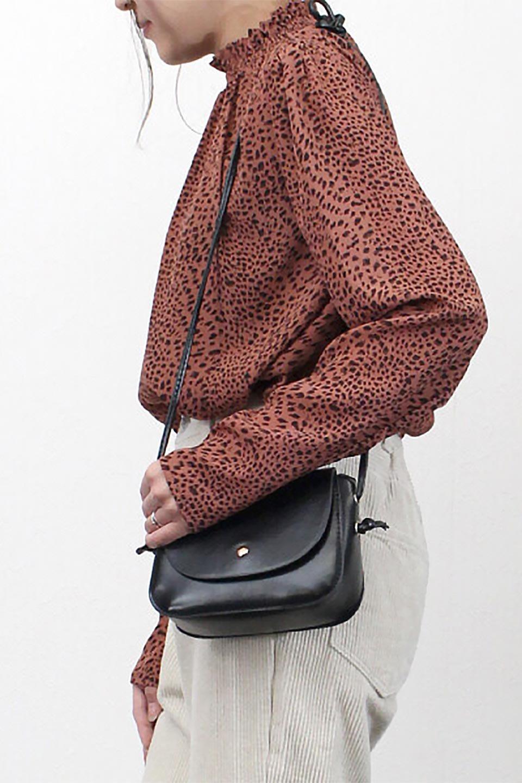LeopardPrintedGatherNeckBlouseレオパード柄・ギャザーネックブラウス大人カジュアルに最適な海外ファッションのothers(その他インポートアイテム)のトップスやシャツ・ブラウス。様々なアウター類のインナーとして着まわせるレオパードのブラウス。もちろんブラウスだけでも可愛いデザインで、いつものコーデが華やかになります。/main-16