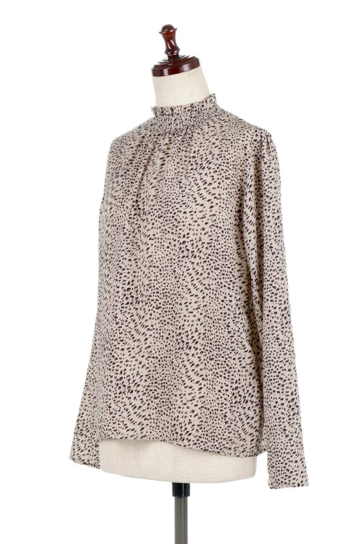 LeopardPrintedGatherNeckBlouseレオパード柄・ギャザーネックブラウス大人カジュアルに最適な海外ファッションのothers(その他インポートアイテム)のトップスやシャツ・ブラウス。様々なアウター類のインナーとして着まわせるレオパードのブラウス。もちろんブラウスだけでも可愛いデザインで、いつものコーデが華やかになります。/main-6