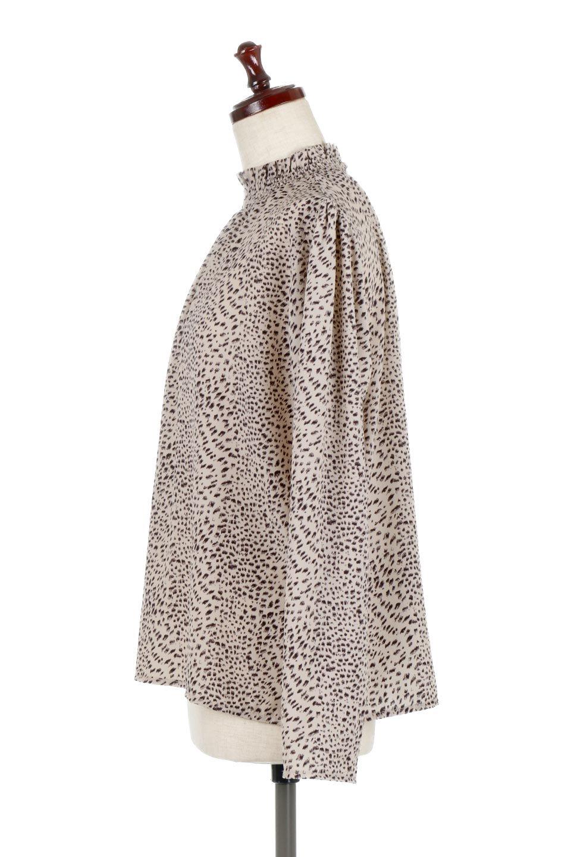 LeopardPrintedGatherNeckBlouseレオパード柄・ギャザーネックブラウス大人カジュアルに最適な海外ファッションのothers(その他インポートアイテム)のトップスやシャツ・ブラウス。様々なアウター類のインナーとして着まわせるレオパードのブラウス。もちろんブラウスだけでも可愛いデザインで、いつものコーデが華やかになります。/main-7