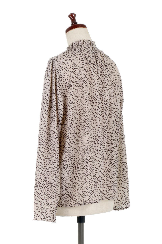 LeopardPrintedGatherNeckBlouseレオパード柄・ギャザーネックブラウス大人カジュアルに最適な海外ファッションのothers(その他インポートアイテム)のトップスやシャツ・ブラウス。様々なアウター類のインナーとして着まわせるレオパードのブラウス。もちろんブラウスだけでも可愛いデザインで、いつものコーデが華やかになります。/main-8