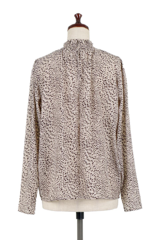 LeopardPrintedGatherNeckBlouseレオパード柄・ギャザーネックブラウス大人カジュアルに最適な海外ファッションのothers(その他インポートアイテム)のトップスやシャツ・ブラウス。様々なアウター類のインナーとして着まわせるレオパードのブラウス。もちろんブラウスだけでも可愛いデザインで、いつものコーデが華やかになります。/main-9