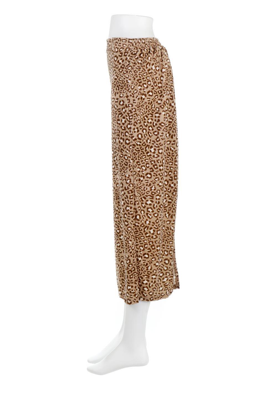 LeopardVelourSemiTightSkirtレオパード柄・ベロアタイトスカート大人カジュアルに最適な海外ファッションのothers(その他インポートアイテム)のボトムやスカート。人気のレオパード柄をベロア生地にプリントしたセミタイトスカート。ブラウン系の色展開でコーディネートのしやすさも抜群なスカートです。/main-12