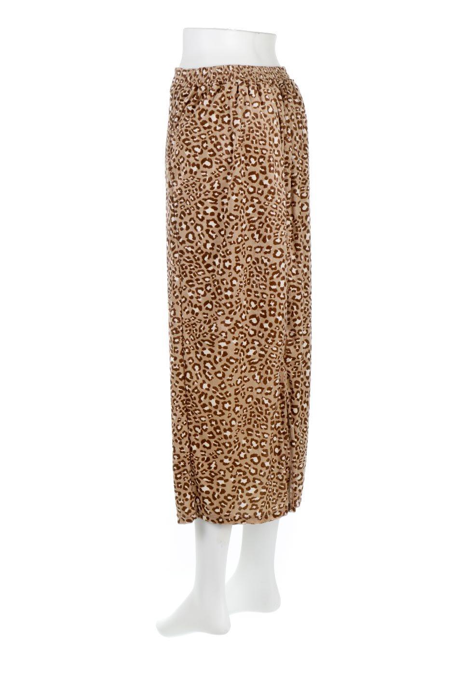 LeopardVelourSemiTightSkirtレオパード柄・ベロアタイトスカート大人カジュアルに最適な海外ファッションのothers(その他インポートアイテム)のボトムやスカート。人気のレオパード柄をベロア生地にプリントしたセミタイトスカート。ブラウン系の色展開でコーディネートのしやすさも抜群なスカートです。/main-13