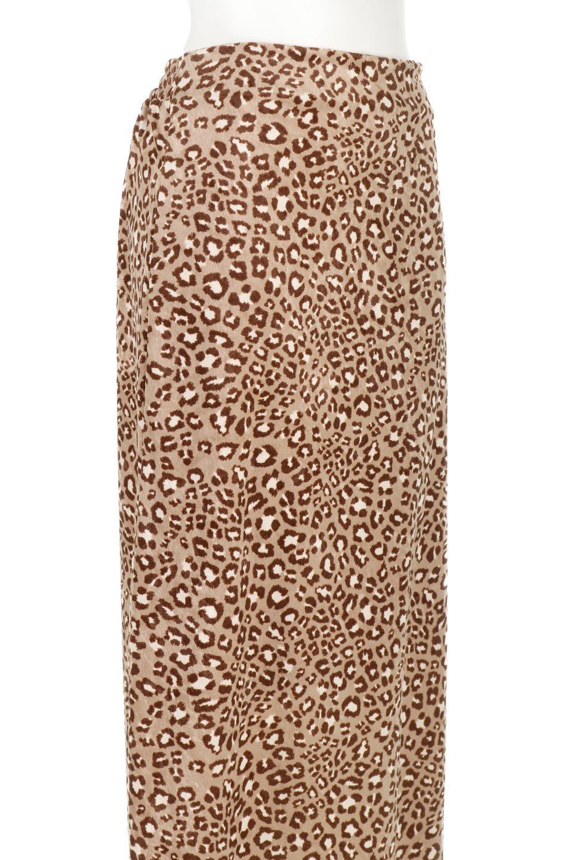LeopardVelourSemiTightSkirtレオパード柄・ベロアタイトスカート大人カジュアルに最適な海外ファッションのothers(その他インポートアイテム)のボトムやスカート。人気のレオパード柄をベロア生地にプリントしたセミタイトスカート。ブラウン系の色展開でコーディネートのしやすさも抜群なスカートです。/main-15