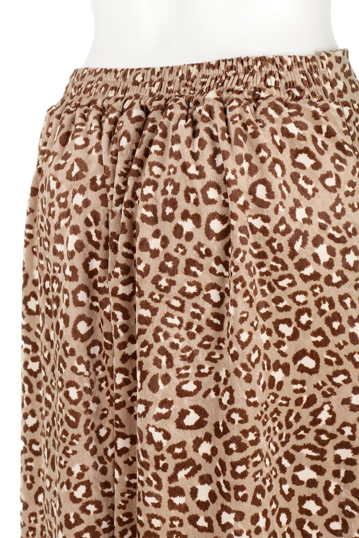 LeopardVelourSemiTightSkirtレオパード柄・ベロアタイトスカート大人カジュアルに最適な海外ファッションのothers(その他インポートアイテム)のボトムやスカート。人気のレオパード柄をベロア生地にプリントしたセミタイトスカート。ブラウン系の色展開でコーディネートのしやすさも抜群なスカートです。/main-16