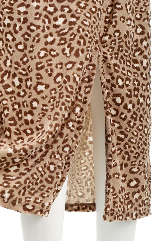 LeopardVelourSemiTightSkirtレオパード柄・ベロアタイトスカート大人カジュアルに最適な海外ファッションのothers(その他インポートアイテム)のボトムやスカート。人気のレオパード柄をベロア生地にプリントしたセミタイトスカート。ブラウン系の色展開でコーディネートのしやすさも抜群なスカートです。/main-18