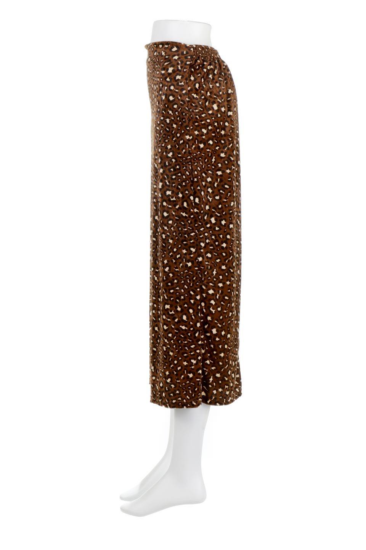 LeopardVelourSemiTightSkirtレオパード柄・ベロアタイトスカート大人カジュアルに最適な海外ファッションのothers(その他インポートアイテム)のボトムやスカート。人気のレオパード柄をベロア生地にプリントしたセミタイトスカート。ブラウン系の色展開でコーディネートのしやすさも抜群なスカートです。/main-2