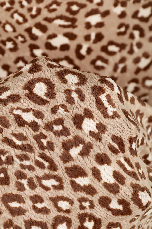 LeopardVelourSemiTightSkirtレオパード柄・ベロアタイトスカート大人カジュアルに最適な海外ファッションのothers(その他インポートアイテム)のボトムやスカート。人気のレオパード柄をベロア生地にプリントしたセミタイトスカート。ブラウン系の色展開でコーディネートのしやすさも抜群なスカートです。/main-21