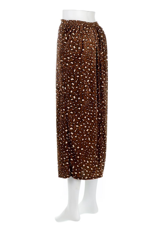 LeopardVelourSemiTightSkirtレオパード柄・ベロアタイトスカート大人カジュアルに最適な海外ファッションのothers(その他インポートアイテム)のボトムやスカート。人気のレオパード柄をベロア生地にプリントしたセミタイトスカート。ブラウン系の色展開でコーディネートのしやすさも抜群なスカートです。/main-3