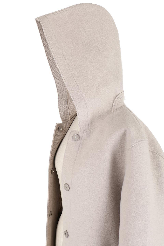 Melton&RibKnitDoubleFacedHoodCoatメルトン&リブニット・ダブルフェイスコート大人カジュアルに最適な海外ファッションのothers(その他インポートアイテム)のアウターやコート。表地メルトン×裏面リブ編みのフード付きウールコート。表地はフェルトのような高密度の綺麗な質感、表地と張り合わせた裏地には伸縮性のあるリブ編みを合わせて優しい雰囲気に見せてくれます。/main-14