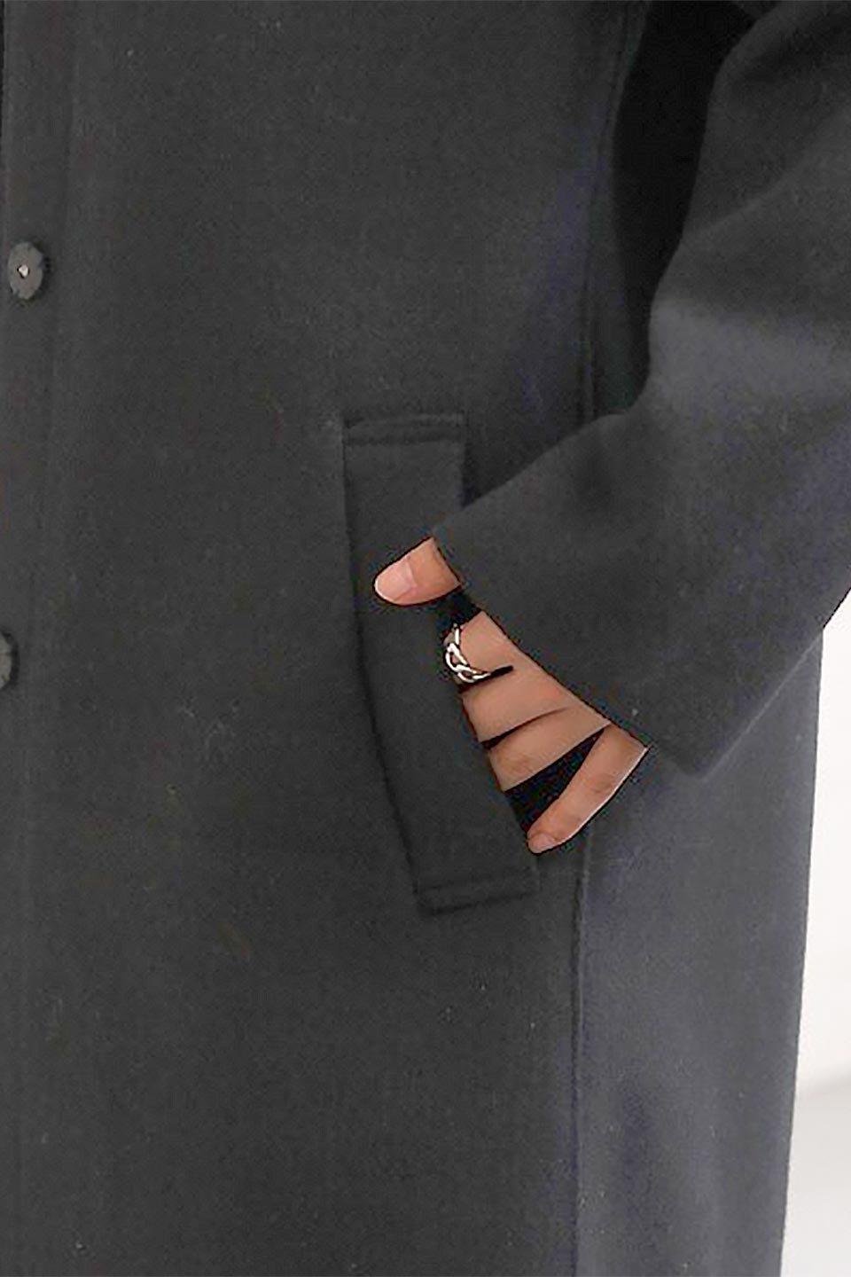 Melton&RibKnitDoubleFacedHoodCoatメルトン&リブニット・ダブルフェイスコート大人カジュアルに最適な海外ファッションのothers(その他インポートアイテム)のアウターやコート。表地メルトン×裏面リブ編みのフード付きウールコート。表地はフェルトのような高密度の綺麗な質感、表地と張り合わせた裏地には伸縮性のあるリブ編みを合わせて優しい雰囲気に見せてくれます。/main-30