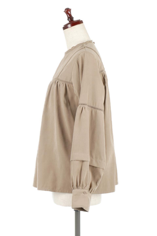 LadderLaceDetailBlouseはしごレースネック・長袖ブラウス大人カジュアルに最適な海外ファッションのothers(その他インポートアイテム)のトップスやシャツ・ブラウス。はしご状のレースでアクセントにしたパフスリーブの長袖ブラウス。たっぷり目の身幅でボディラインを隠してくれ、裾をインしてすっきりと着こなすことも可能です。/main-12