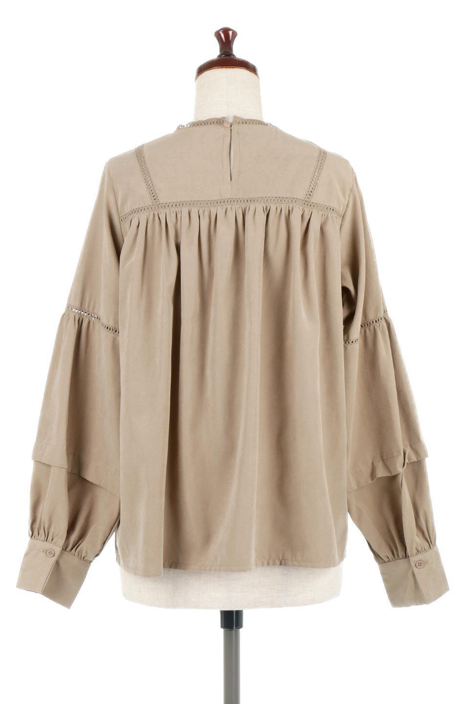LadderLaceDetailBlouseはしごレースネック・長袖ブラウス大人カジュアルに最適な海外ファッションのothers(その他インポートアイテム)のトップスやシャツ・ブラウス。はしご状のレースでアクセントにしたパフスリーブの長袖ブラウス。たっぷり目の身幅でボディラインを隠してくれ、裾をインしてすっきりと着こなすことも可能です。/main-14