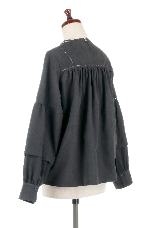 LadderLaceDetailBlouseはしごレースネック・長袖ブラウス大人カジュアルに最適な海外ファッションのothers(その他インポートアイテム)のトップスやシャツ・ブラウス。はしご状のレースでアクセントにしたパフスリーブの長袖ブラウス。たっぷり目の身幅でボディラインを隠してくれ、裾をインしてすっきりと着こなすことも可能です。/main-17