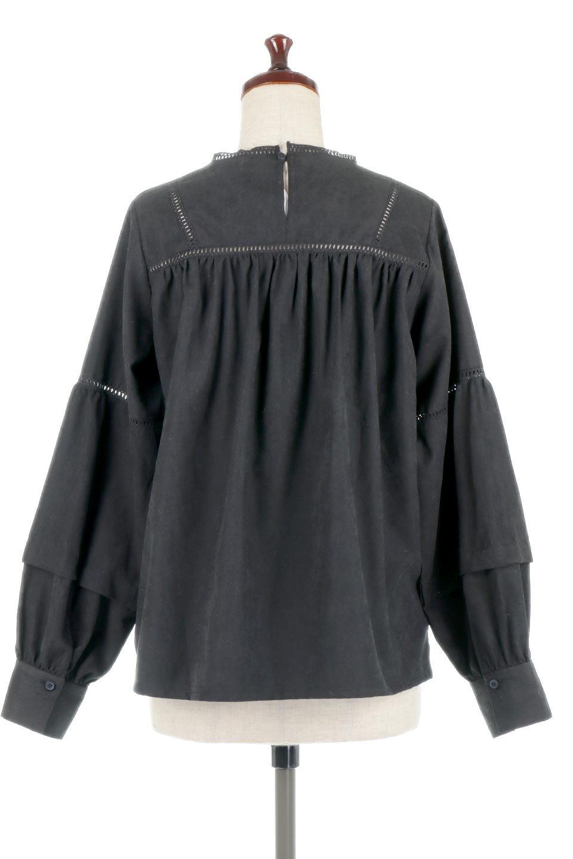 LadderLaceDetailBlouseはしごレースネック・長袖ブラウス大人カジュアルに最適な海外ファッションのothers(その他インポートアイテム)のトップスやシャツ・ブラウス。はしご状のレースでアクセントにしたパフスリーブの長袖ブラウス。たっぷり目の身幅でボディラインを隠してくれ、裾をインしてすっきりと着こなすことも可能です。/main-18