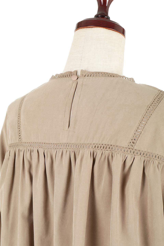 LadderLaceDetailBlouseはしごレースネック・長袖ブラウス大人カジュアルに最適な海外ファッションのothers(その他インポートアイテム)のトップスやシャツ・ブラウス。はしご状のレースでアクセントにしたパフスリーブの長袖ブラウス。たっぷり目の身幅でボディラインを隠してくれ、裾をインしてすっきりと着こなすことも可能です。/main-21