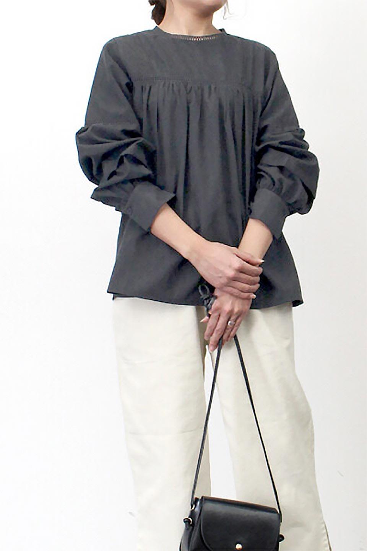 LadderLaceDetailBlouseはしごレースネック・長袖ブラウス大人カジュアルに最適な海外ファッションのothers(その他インポートアイテム)のトップスやシャツ・ブラウス。はしご状のレースでアクセントにしたパフスリーブの長袖ブラウス。たっぷり目の身幅でボディラインを隠してくれ、裾をインしてすっきりと着こなすことも可能です。/main-29