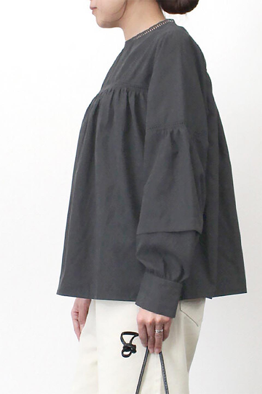 LadderLaceDetailBlouseはしごレースネック・長袖ブラウス大人カジュアルに最適な海外ファッションのothers(その他インポートアイテム)のトップスやシャツ・ブラウス。はしご状のレースでアクセントにしたパフスリーブの長袖ブラウス。たっぷり目の身幅でボディラインを隠してくれ、裾をインしてすっきりと着こなすことも可能です。/main-31