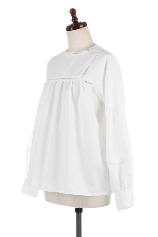 LadderLaceDetailBlouseはしごレースネック・長袖ブラウス大人カジュアルに最適な海外ファッションのothers(その他インポートアイテム)のトップスやシャツ・ブラウス。はしご状のレースでアクセントにしたパフスリーブの長袖ブラウス。たっぷり目の身幅でボディラインを隠してくれ、裾をインしてすっきりと着こなすことも可能です。/main-6