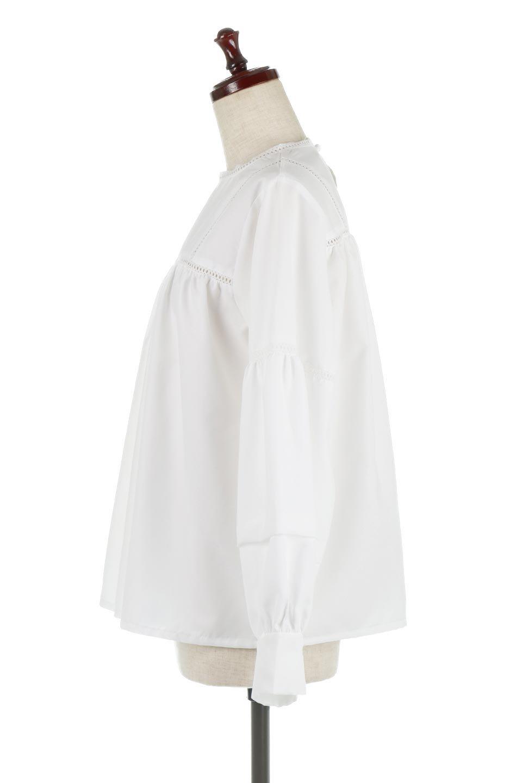 LadderLaceDetailBlouseはしごレースネック・長袖ブラウス大人カジュアルに最適な海外ファッションのothers(その他インポートアイテム)のトップスやシャツ・ブラウス。はしご状のレースでアクセントにしたパフスリーブの長袖ブラウス。たっぷり目の身幅でボディラインを隠してくれ、裾をインしてすっきりと着こなすことも可能です。/main-7