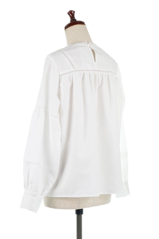 LadderLaceDetailBlouseはしごレースネック・長袖ブラウス大人カジュアルに最適な海外ファッションのothers(その他インポートアイテム)のトップスやシャツ・ブラウス。はしご状のレースでアクセントにしたパフスリーブの長袖ブラウス。たっぷり目の身幅でボディラインを隠してくれ、裾をインしてすっきりと着こなすことも可能です。/main-8