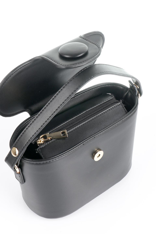 meliebiancoのAdelynn(Black)ワンハンドル・ミニハンドバッグ/海外ファッション好きにオススメのインポートバッグとかばん、MelieBianco(メリービアンコ)のバッグやハンドバッグ。パカッと開くフラップが可愛い2Wayタイプのミニバッグ。どことなくレトロな雰囲気も感じるデザインでコーデの邪魔にならないバッグです。/main-10