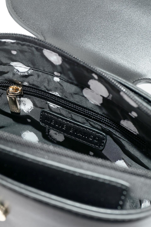 meliebiancoのAdelynn(Black)ワンハンドル・ミニハンドバッグ/海外ファッション好きにオススメのインポートバッグとかばん、MelieBianco(メリービアンコ)のバッグやハンドバッグ。パカッと開くフラップが可愛い2Wayタイプのミニバッグ。どことなくレトロな雰囲気も感じるデザインでコーデの邪魔にならないバッグです。/main-12