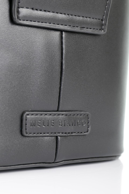 meliebiancoのAdelynn(Black)ワンハンドル・ミニハンドバッグ/海外ファッション好きにオススメのインポートバッグとかばん、MelieBianco(メリービアンコ)のバッグやハンドバッグ。パカッと開くフラップが可愛い2Wayタイプのミニバッグ。どことなくレトロな雰囲気も感じるデザインでコーデの邪魔にならないバッグです。/main-7