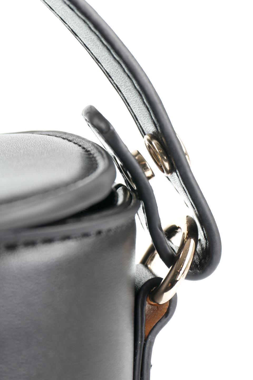 meliebiancoのAdelynn(Black)ワンハンドル・ミニハンドバッグ/海外ファッション好きにオススメのインポートバッグとかばん、MelieBianco(メリービアンコ)のバッグやハンドバッグ。パカッと開くフラップが可愛い2Wayタイプのミニバッグ。どことなくレトロな雰囲気も感じるデザインでコーデの邪魔にならないバッグです。/main-8