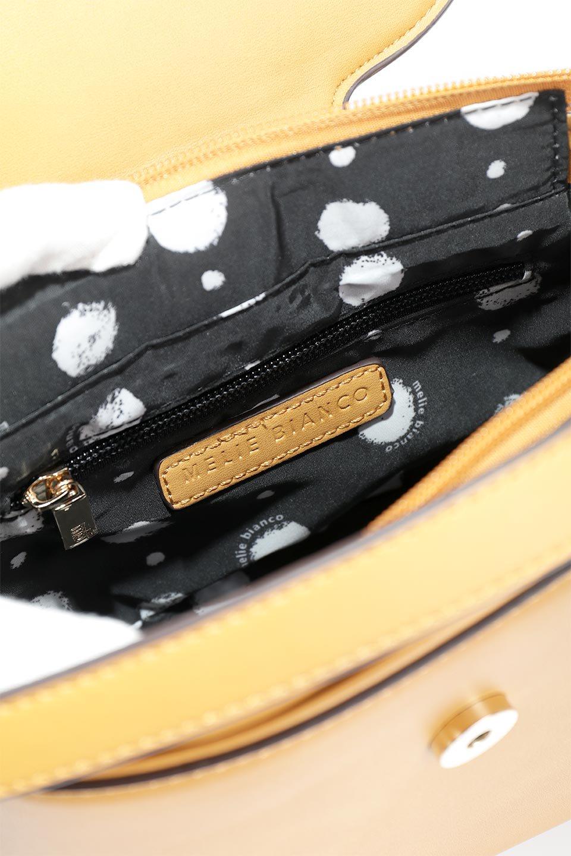 meliebiancoのAdelynn(Mustard)ワンハンドル・ミニハンドバッグ/海外ファッション好きにオススメのインポートバッグとかばん、MelieBianco(メリービアンコ)のバッグやハンドバッグ。パカッと開くフラップが可愛い2Wayタイプのミニバッグ。どことなくレトロな雰囲気も感じるデザインでコーデの邪魔にならないバッグです。/main-10