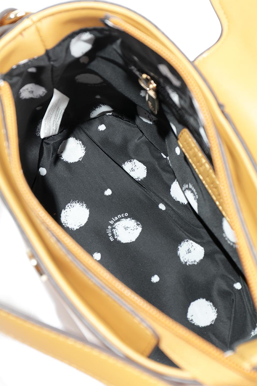 meliebiancoのAdelynn(Mustard)ワンハンドル・ミニハンドバッグ/海外ファッション好きにオススメのインポートバッグとかばん、MelieBianco(メリービアンコ)のバッグやハンドバッグ。パカッと開くフラップが可愛い2Wayタイプのミニバッグ。どことなくレトロな雰囲気も感じるデザインでコーデの邪魔にならないバッグです。/main-11