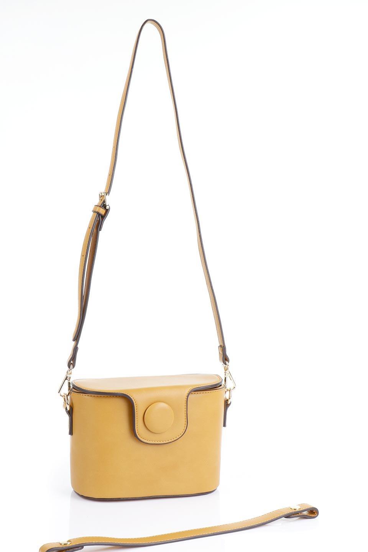 meliebiancoのAdelynn(Mustard)ワンハンドル・ミニハンドバッグ/海外ファッション好きにオススメのインポートバッグとかばん、MelieBianco(メリービアンコ)のバッグやハンドバッグ。パカッと開くフラップが可愛い2Wayタイプのミニバッグ。どことなくレトロな雰囲気も感じるデザインでコーデの邪魔にならないバッグです。/main-15