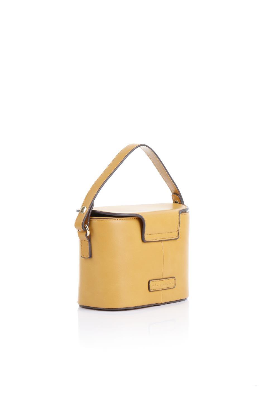 meliebiancoのAdelynn(Mustard)ワンハンドル・ミニハンドバッグ/海外ファッション好きにオススメのインポートバッグとかばん、MelieBianco(メリービアンコ)のバッグやハンドバッグ。パカッと開くフラップが可愛い2Wayタイプのミニバッグ。どことなくレトロな雰囲気も感じるデザインでコーデの邪魔にならないバッグです。/main-3